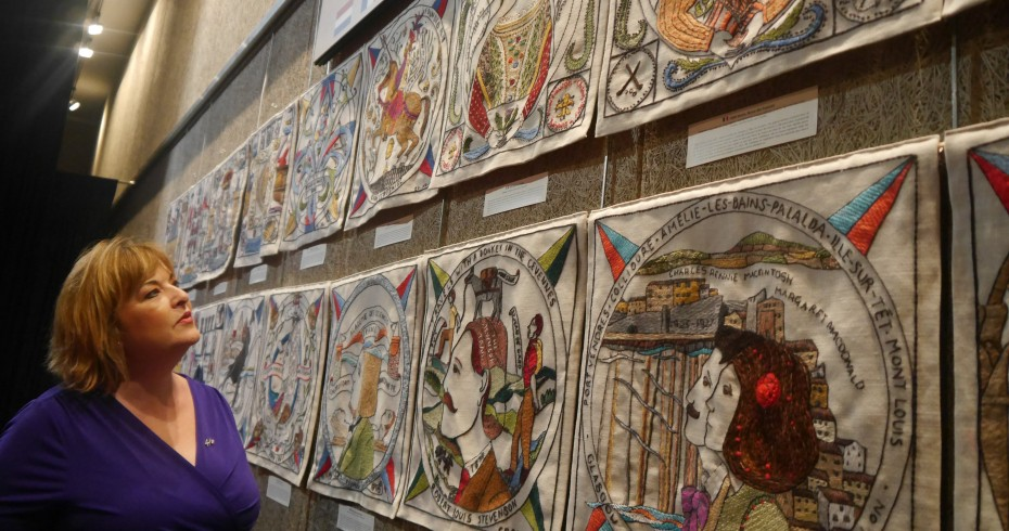 image of fiona hyslop looking at scottish diaspora tapestry. image from https://blogs.gov.scot/international/2015/10/22/fiona-hyslop-scottish-diaspora-tapestry/