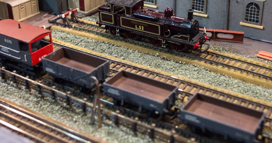 model railway with a L52 engine and another train with three wagons