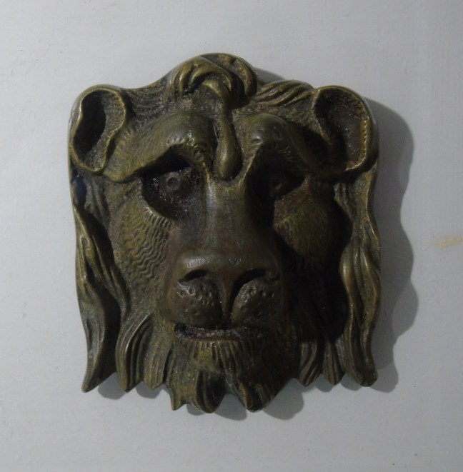 Lion head decoration for lantern astragal