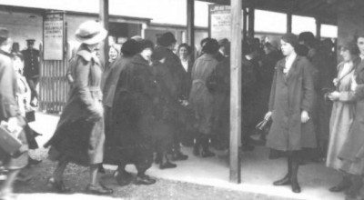 Fur coats and Overalls: clothing and munitions workers in World War One image